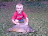 Voici mon fils, ce jour apés 5 mn de pêche a l'étang d' Osthouse en alsace ce grand garçon d'a peine 5 ans a un départ avec son petit lancer dédier a la péche au carnassier, aprés 10 bonne minutes il en as sorti cette belle bête.